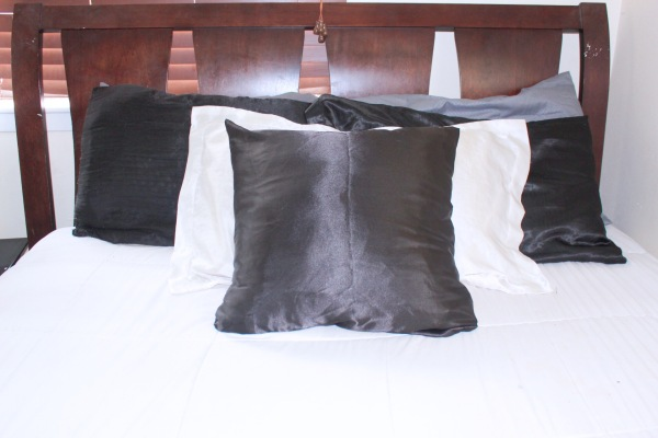 Any naturalista anywhere MUST include satin pillowcases in their nighttime routine. #naturalhairnighttimeroutine #naturalhairtips #naturalhaircare #nighttimeroutine #curlyhairtips #curlyhaircare