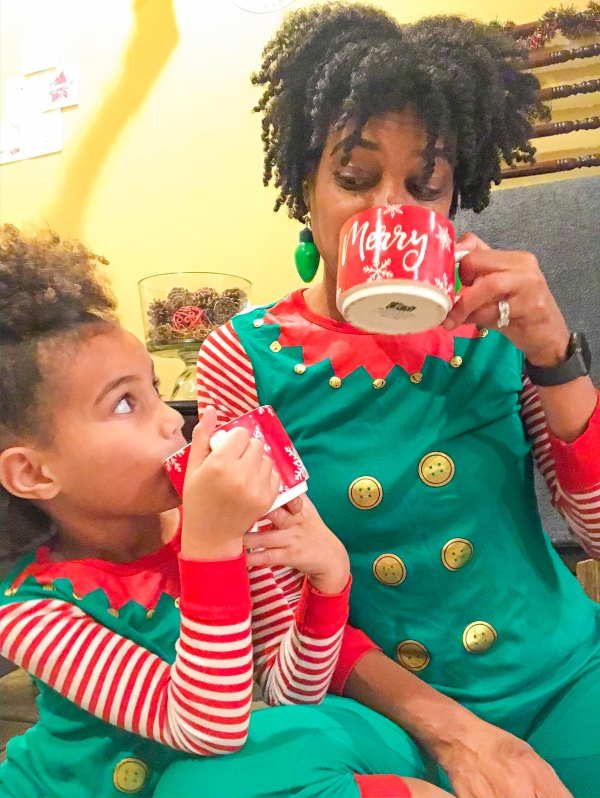 Mommy and Me matching pajamas #christmasphotos #christmasspirit #christmascheer #holidaycheer #mommyandmephoto #elfpajamas #christmaspajamas