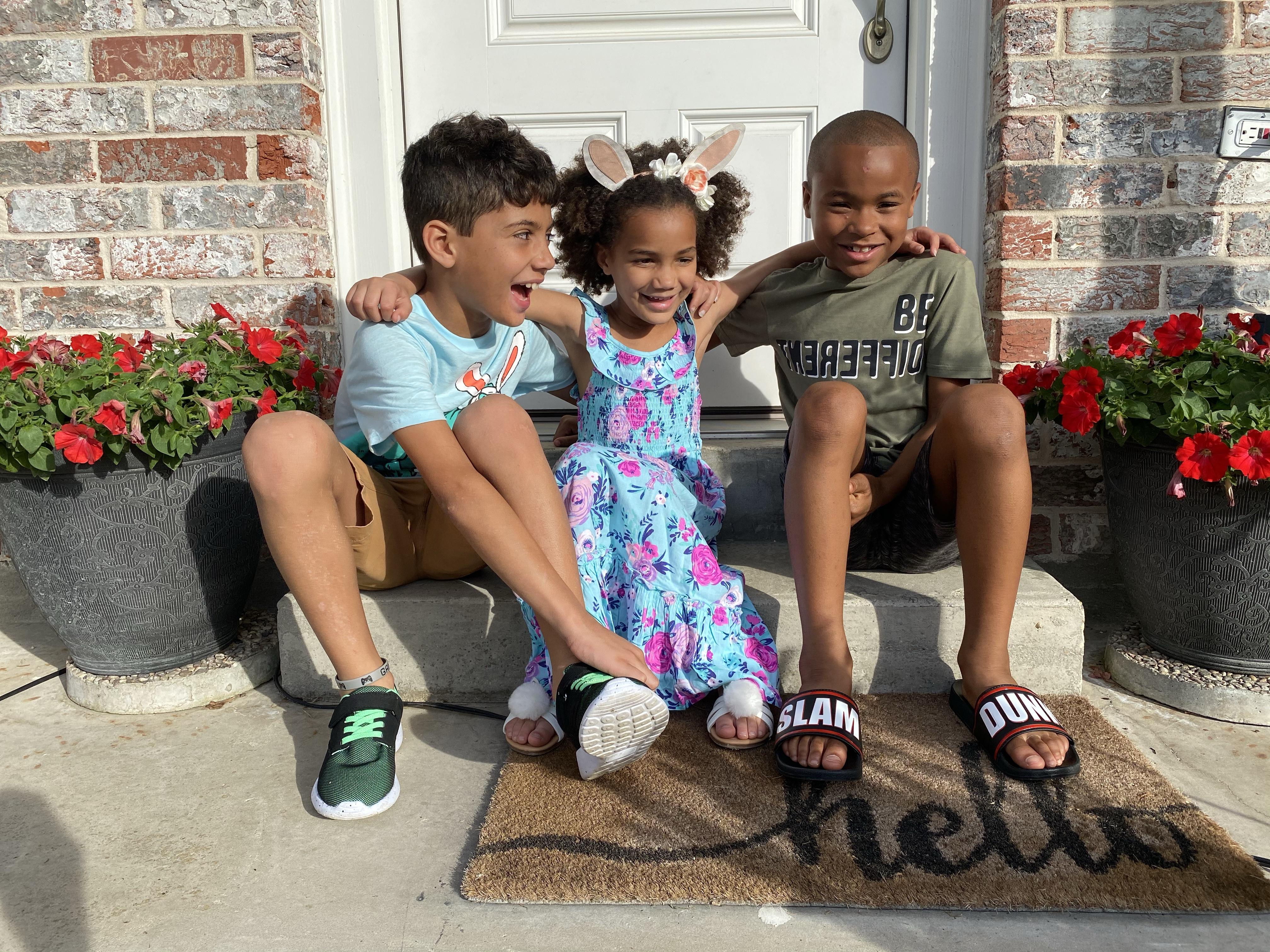 Door Mat Photo. #familyphotos #familyphotoideas #doormatphotos #familyphotoshoot #kidsphotoideas