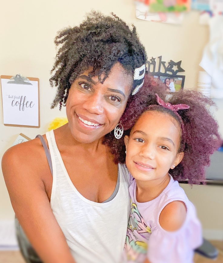 Mother and daughter summer natural hair hacks | ordinarilyextraordinarymom #naturalhairjourney #naturalhaircare #summerhair #summerhairstyles #curlyhair #curlyhaircare #summernaturalhair #summercurlyhair
