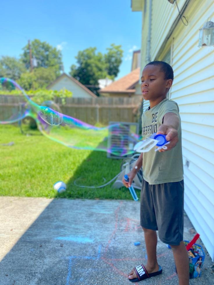 Summer Activity - Bubbles #summeractivities #summerbucketlist #summerfun #kidsactivities #freeactivitiesforkids #cheapactivitiesforkids