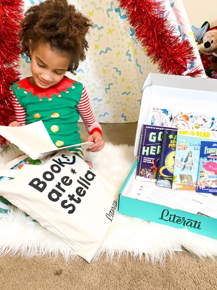Free Christmas Activities - Read a Christmas Book | ordinarilyextraordinarymom #freechristmasactivities #kidsactivities #kidschristmasactivities #christmasbook #freeChristmasprintable #kidsbooks #kidsreading