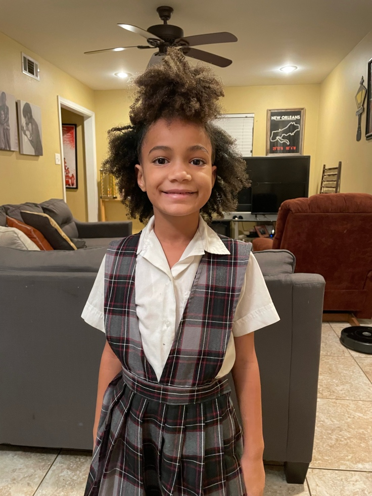 Half puff is an easy natural hair style for kids | #kidsnaturalhair #naturalhairforkids #naturalhairstyles #curlyhairstyles #curlyhairstylesforkids